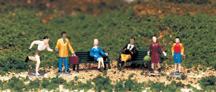 People at Leisure (HO Scale) - Click Image to Close