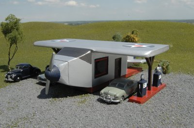 Airplane Gas Station - Roadside U.S.A® Building (HO Scale)