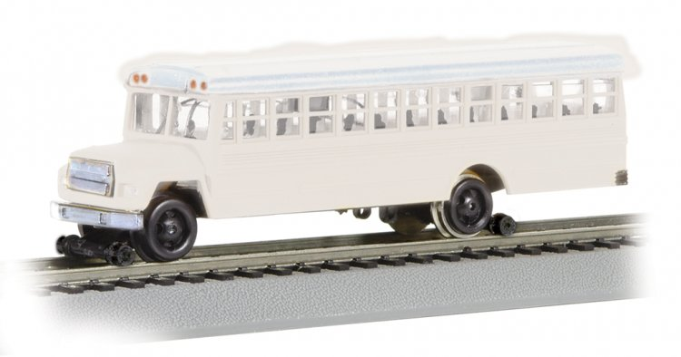 Bus w/High Railers - White (HO Scale) - Click Image to Close