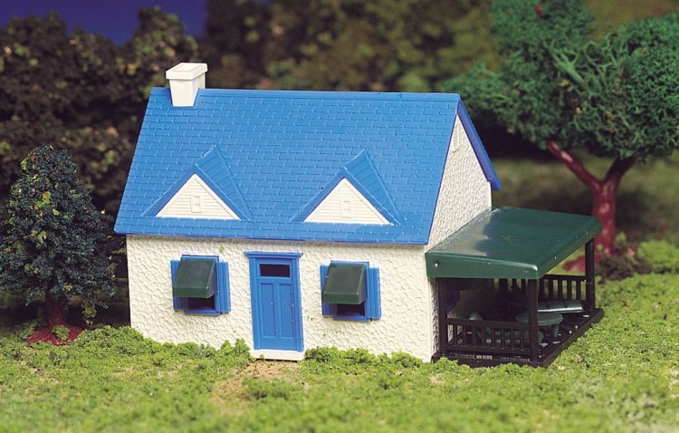 Cape Cod House (HO Scale) - Click Image to Close