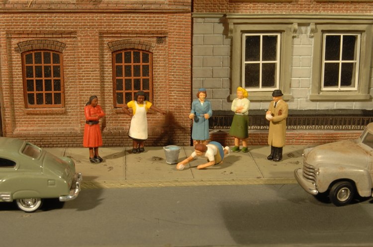 Sidewalk People - HO Scale - Click Image to Close