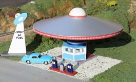 Area 51 Fuel with Pumps - Roadside U.S.A® Building (HO Scale)