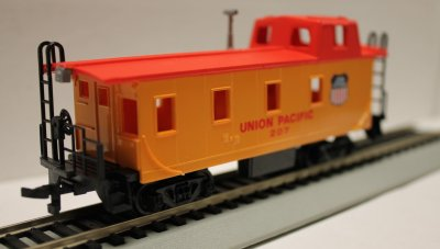 Union Pacific - Off Center Caboose