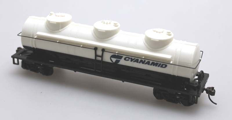 Tank Car - 3 Dome - Cyanamid (HO Scale)