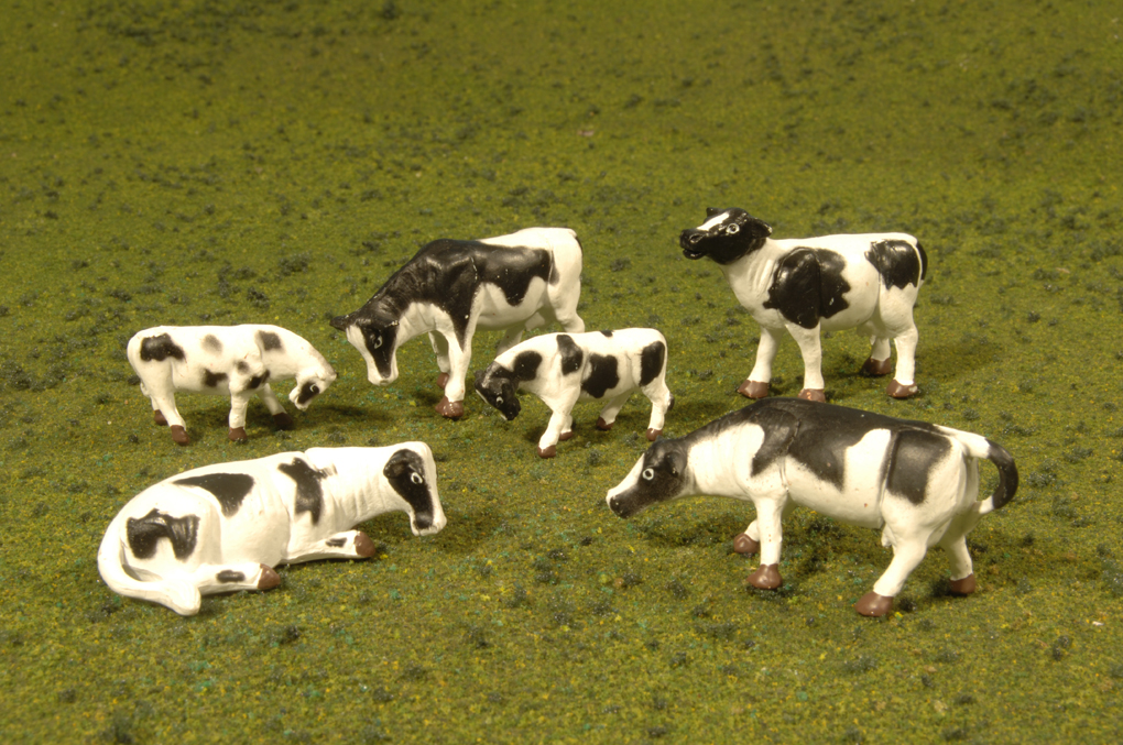 Cows - Black & White - HO Scale