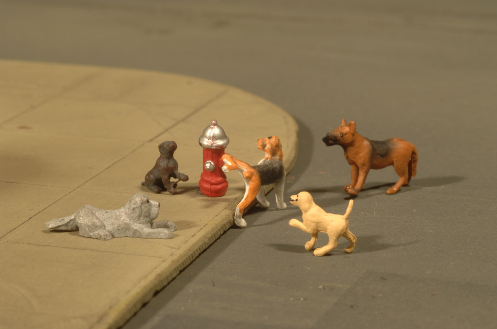 Dogs with Fire Hydrant - HO Scale