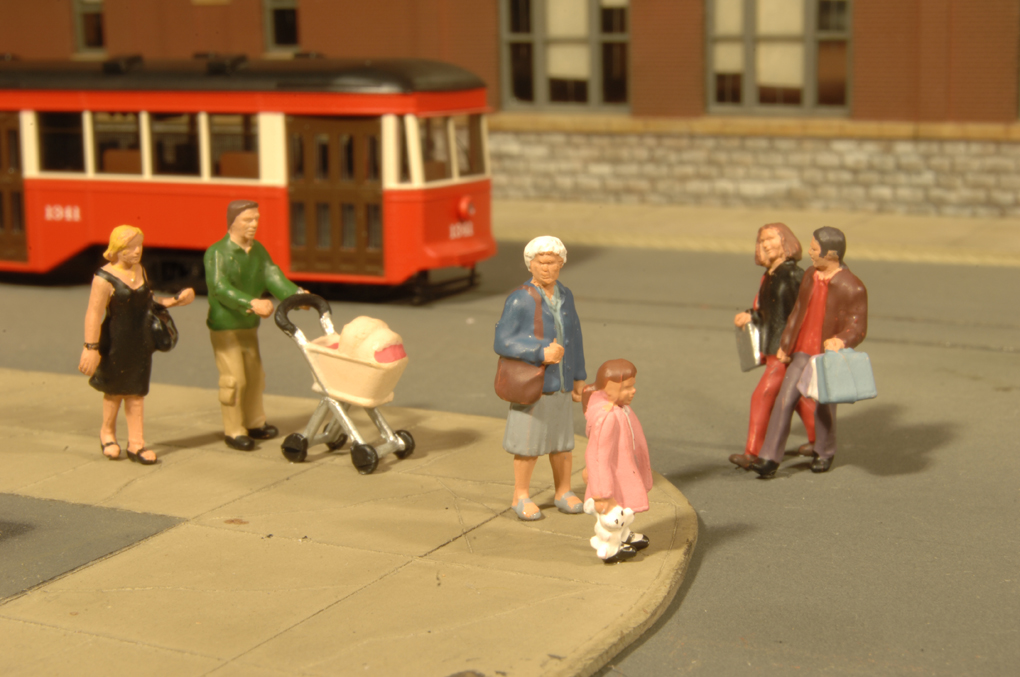 Strolling Figures - HO Scale - Click Image to Close