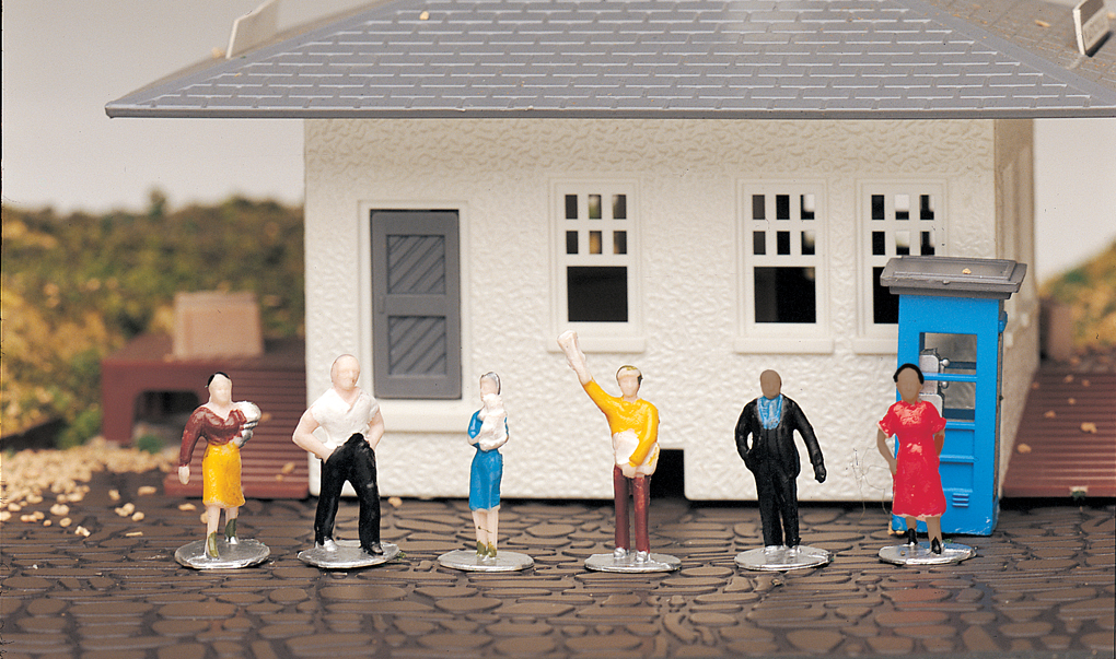 Standing Figures (HO Scale)