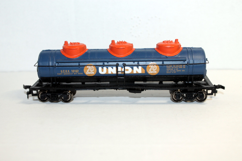 Union 76 - 42' Three Dome Tank Car