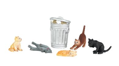Cats with Garbage Can - O Scale